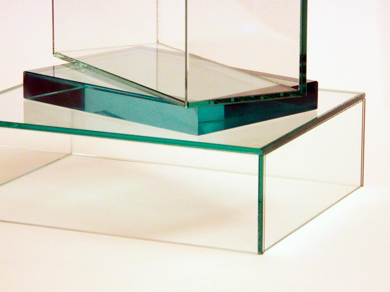 Как сделать витрину из стекла и крепежного инструмента своими руками